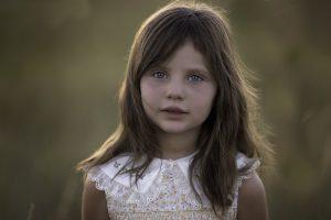 ילדה בצילומים