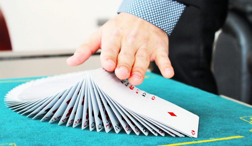קסם עם קלפים