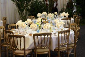 שולחן אוכל באירוע