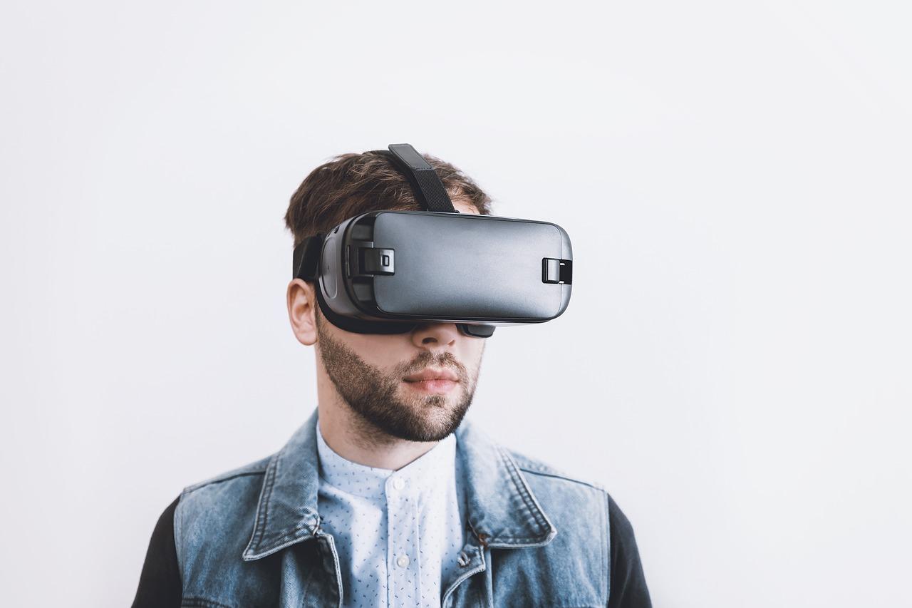 איש ומכשיר דיגיטלי